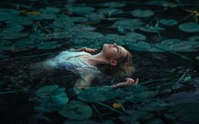 Обои пруд, девушка, вода, озеро, листья, ситуация, Мария Савицкая, Павел Мыльников