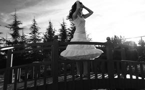 Картинка взгляд, девушка, мост, актриса, брюнетка, белое платье, Jaimie Alexander, Джейми Александер, девушка на мосту