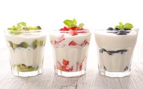 Картинка ягоды, киви, черника, клубника, стаканы, фрукты, йогурт