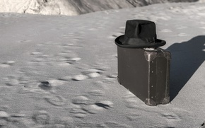 Обои чемодан, фон, шляпа