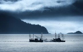 Картинка fishermen, salmon, mountains, fishing, sea, fisher boats, net, cloudy, seagulls