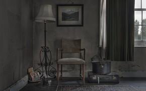 Картинка окно, стул, чемодан