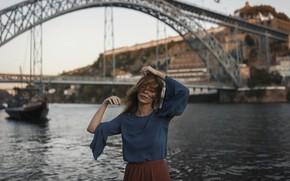 Картинка девушка, лицо, город, фон, волосы