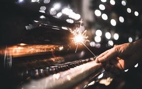 Обои музыка, праздник, бенгальские огни, пианино