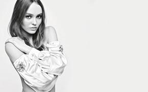 Обои взгляд, девушка, милая, модель, чёрно-белое, актриса, красивая, шёлк, Лили-Роуз Депп, Lily-Rose Depp