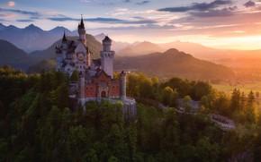 Картинка лес, лето, свет, деревья, горы, замок, весна, Германия, Бавария, Germany, Bavaria, Neuschwanstein Castle, Bavarian Alps, …