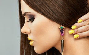 Обои Yellow, Lips, Nails, Hairstyle