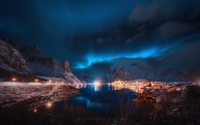 Обои облака, звезды, небо, огни, поселок, фьорд, зима, свет, отражение, Лофотенские острова