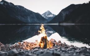 Обои горы, озеро, камни, огонь, костер