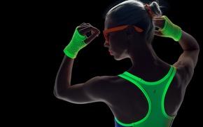 Картинка девушка, лицо, стиль, фон, спина, очки, перчатки