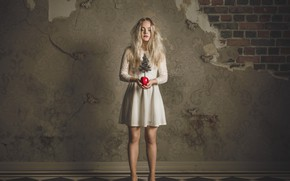 Картинка девушка, фантазия, дерево, яблоко, платье, Butterfly Dreams, Petri Damstén