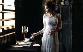 Картинка девушка, ретро, стол, книги, свечи, платье, винтаж