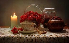 Картинка стол, огонь, чай, свеча, ягода, чашка, банка, горшок, ваза, натюрморт, красная, блюдце, рябина, скатерть, варенье, ...