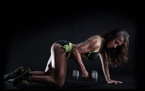 Картинка brunette, pose, female, workout, hardwork, Dumbell