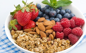 Картинка ягоды, малина, черника, клубника, орехи, миндаль