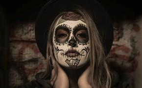 Картинка взгляд, девушка, лицо, волосы, роза, шляпа, руки, girl, серги, hat, face, грим, hair, sight, makeup, …