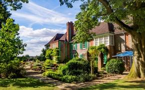 Обои зелень, небо, трава, облака, деревья, дом, газон, Англия, дорожки, сад, солнечно, кусты, Oxfordshire, Nuffield Place