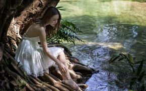 Картинка лето, девушка, река, платье, ножки