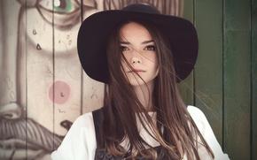 Картинка шляпа, родинка, локоны, кареглазая