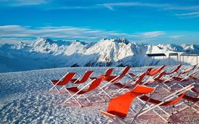 Картинка зима, небо, солнце, снег, горы, отдых, Австрия, Альпы, красные, лежаки, возвышенность