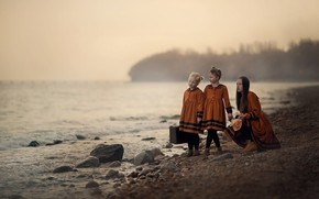 Картинка девушка, берег, девочки, чемодан, платья, Adventure on the beach