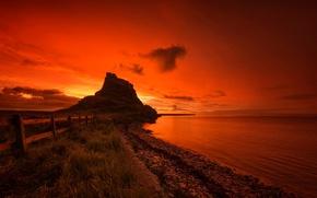 Картинка море, скала, забор, Англия, гора, зарево, Святой остров, Линдисфарн