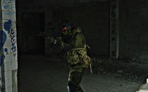 Картинка оружие, солдат, стоит, смотрит, атмосферное фото