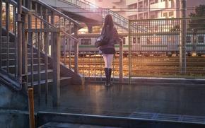 Обои восход, железнодорожная станция, забор, гольфы, чёрные волосы, мост, длинные волосы, здания, сумка, поезд, девушка, юбка, ...