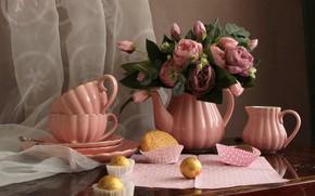 Картинка цветы, розы, чайник, печенье, конфеты, чаепитие, чашки, тарелки, натюрморт, столик, занавеска, салфетка, молочник