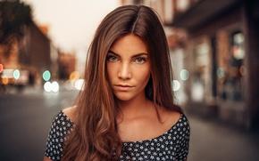 Картинка взгляд, девушка, city, блики, милая, модель, портрет, colors, веснушки, light, шатенка, красивая, прелесть, young, street, …