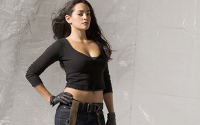 Картинка взгляд, поза, джинсы, актриса, брюнетка, перчатки, ремень, hair, Natalie Martinez, pose, Натали Мартинес