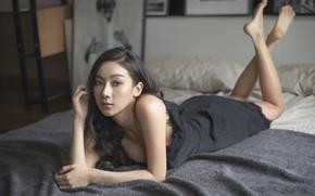 Картинка взгляд, девушка, лицо, кровать