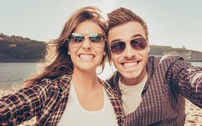Картинка girl, man, smiles, reflection, sunglasses, photo camera
