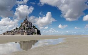 Картинка облака, отражение, замок, Франция, отлив, монастырь, Нормандия, Мон-Сен-Мишель
