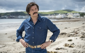Картинка cinema, beach, sea, man, sand, movie, film, mustache, suna, Julian Barratt, Mindhorn