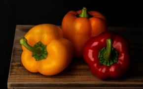 Обои спелые плоды, блеск, черный фон, деревянная поверхность, перцы Болгарские, тени, яркие цвета, овощи, доска