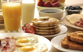 Картинка кофе, завтрак, клубника, сок, яичница, блины
