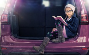 Картинка девочка, Be careful if she's reading, шапочка, очки, авто, книга