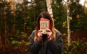 Обои лес, девушка, природа, пасмурно, книга, Фауст