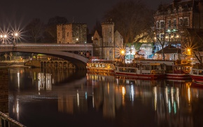 Картинка ночь, мост, огни, река, Англия, дома, фонари, катера, набережная, York, Lendal Bridge
