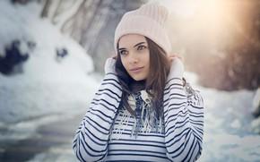 Картинка зима, снег, природа, фон, шапка, портрет, макияж, шарф, прическа, шатенка, красотка, кофта, полосатая, боке, Emil …