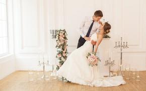 Картинка девушка, любовь, радость, цветы, улыбка, букет, свечи, платье, парень, невеста, свадьба, flowers, жених, bouquet, wedding, ...