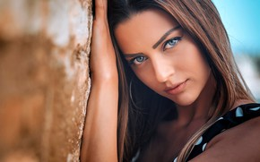 Картинка photo, sensual gaze, looking at viewer, intense look, face, straight hair, girl, photographer, brunette, blue …