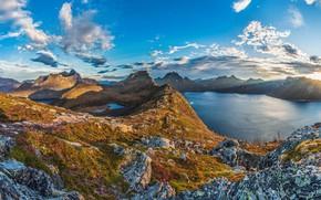 Картинка небо, солнце, облака, лучи, горы, камни, скалы, Норвегия, залив, фьорд, Senja Island