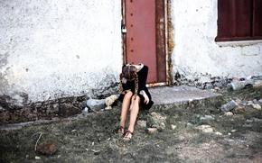 Обои замок, ножки, дверь, косички, стена, девушка, форма