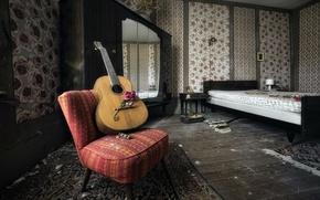Картинка роза, гитара, кресло