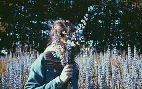 Картинка лето, девушка, деревья, цветы, ромашки, люпины