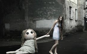 Обои город, босая, ночнушка, кукла, девушка, сон