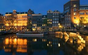 Картинка деревья, ночь, мост, огни, река, дома, Амстердам, фонари, канал, Нидерланды