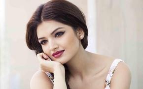Картинка улыбка, girl, sexy, eyes, smile, beautiful, model, beauty, lips, face, hair, brunette, красная помада, indian, …